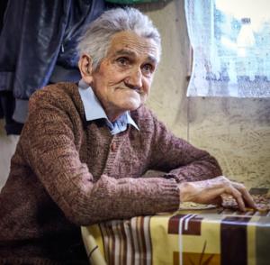 Sitzender Großvater